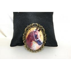 broche rétro chic cabochon ovale et cheval