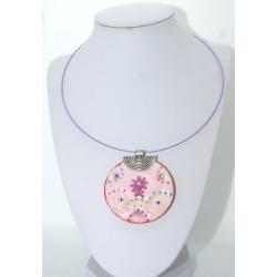 pendentif  artisanal  médaillon  pastel