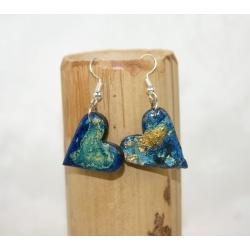 boucles d oreilles d artisan polymère coeur bleu or et resine