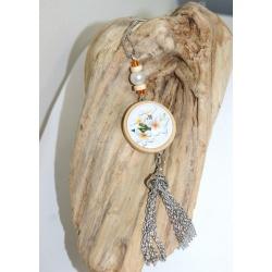 sautoir artisanal bois et fleurs de tiaré